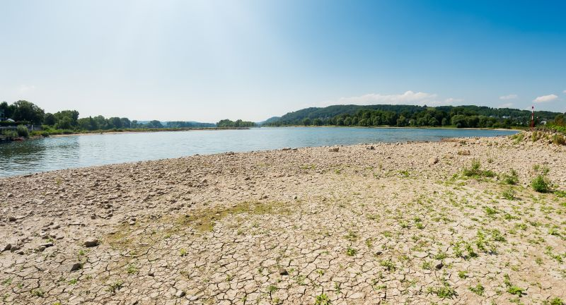 river, drought, water, dry, low, rhine, sun, riverbed, dried, earth, ground, germany, rhineland, landscape, nature, summer, sky, blue, stony, outdoor, environment, sunny, panorama, summertime, groin, breakwater, weather, waterlevel, level, droughtiness, stones, dried-out, heat, hot, period, sediments, soil, cracked, ecology, global, warming, arid, sunlight, sunrays, sunshine, north rhine-westphalia, europe